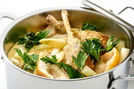 Chicken drumsticks with mandarin and passion fruit fricassee